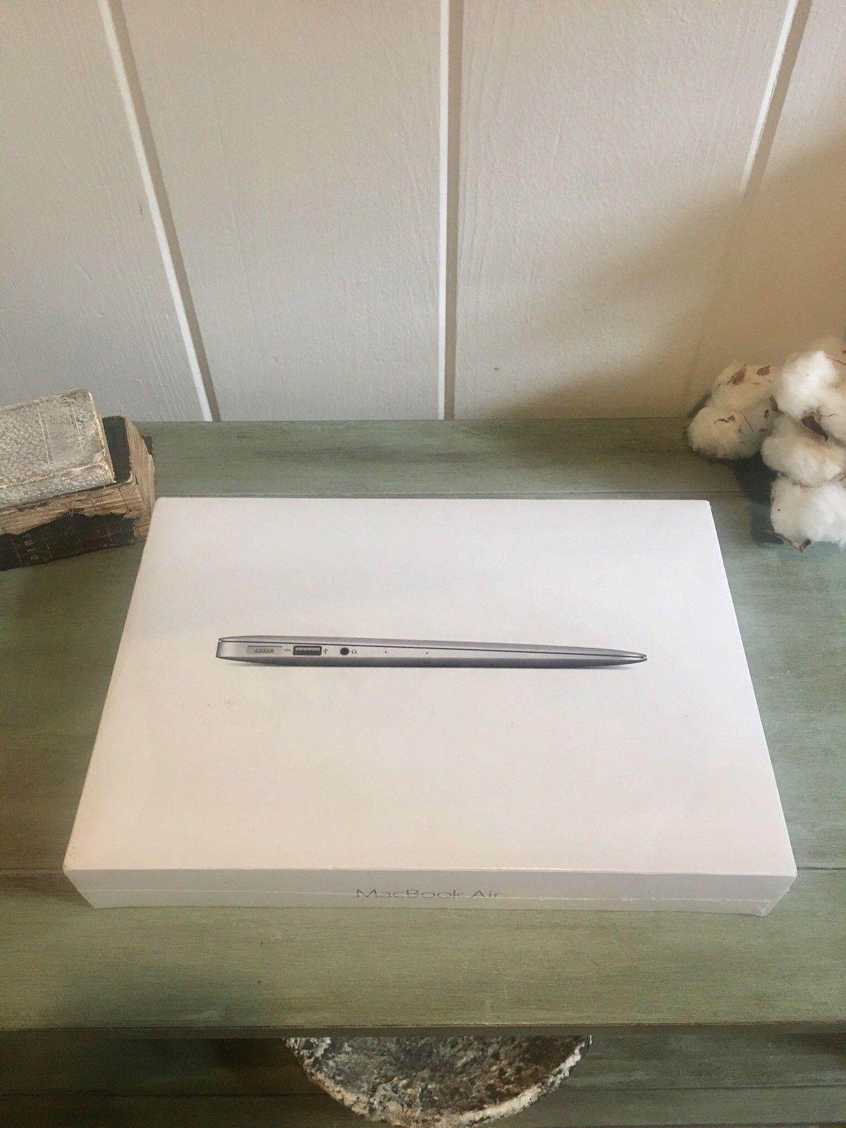 Latest Model 2017 Mac Book Air Upgraded 2.2ghz i7 8GB 256GB