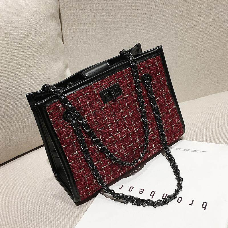 518235fcf81 Autumn and winter handbags women 2018 new tide Korea fashion leisure woolen  cloth lock joker chain
