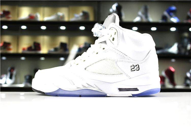 Nike Original Michael Jordan 5 MEN Basketaball Shoe White Black Global  Sales Air Jordan MJ AJ b32fa9e0c