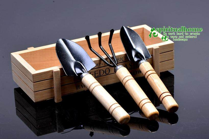 Garden wooden handle shovel set of three pieces ( good quality and quick delivery )