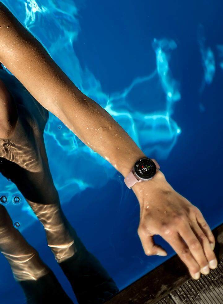 Galaxy Watch Active can automatically detect swimming in the water.