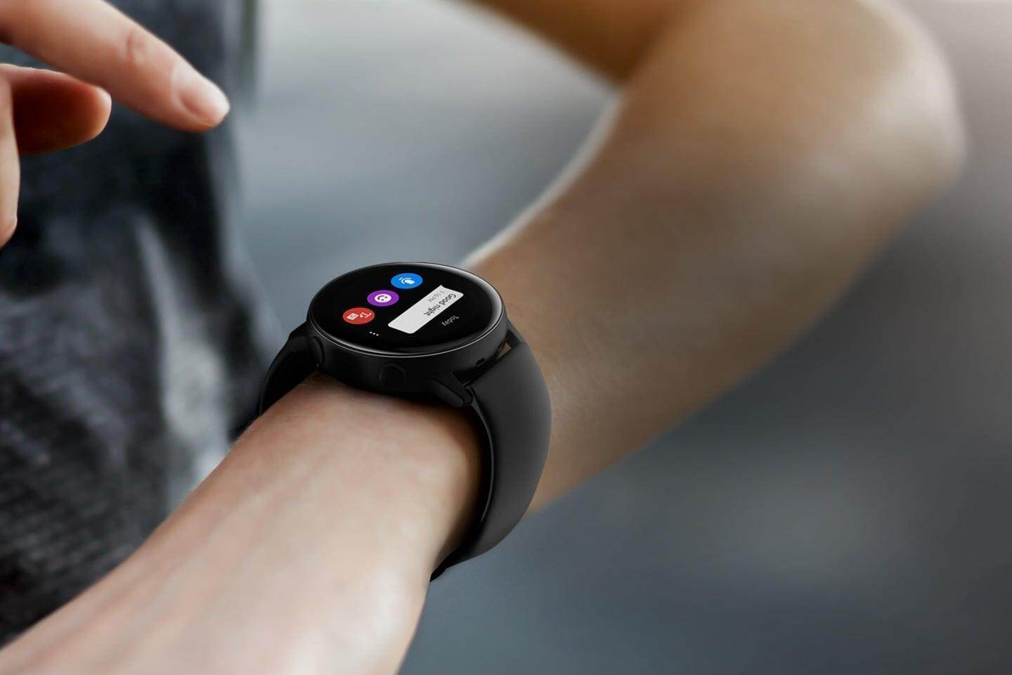 Galaxy Watch Active on your wrist lets you incoming text messages.