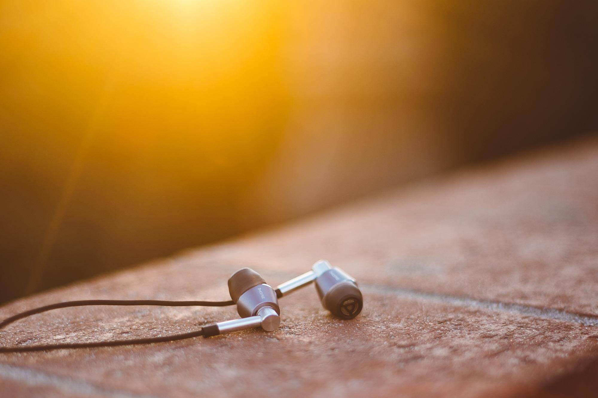 1MORE Triple Driver In-Ear Headphones (E1001) 5