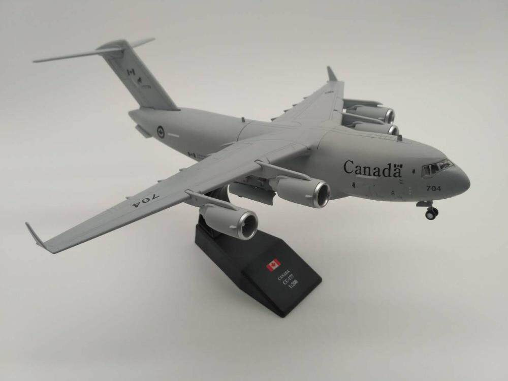 1:200 C-17 Transport Aircrafts Diecast Alloy Helicopter Airplane Model Gift